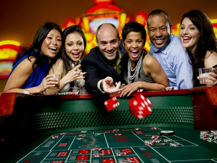 Where to play online baccarat by using mobile?